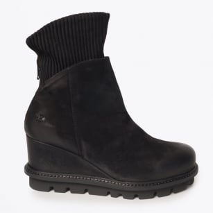 - Nana - Nubuck Cuffed Boot - Black