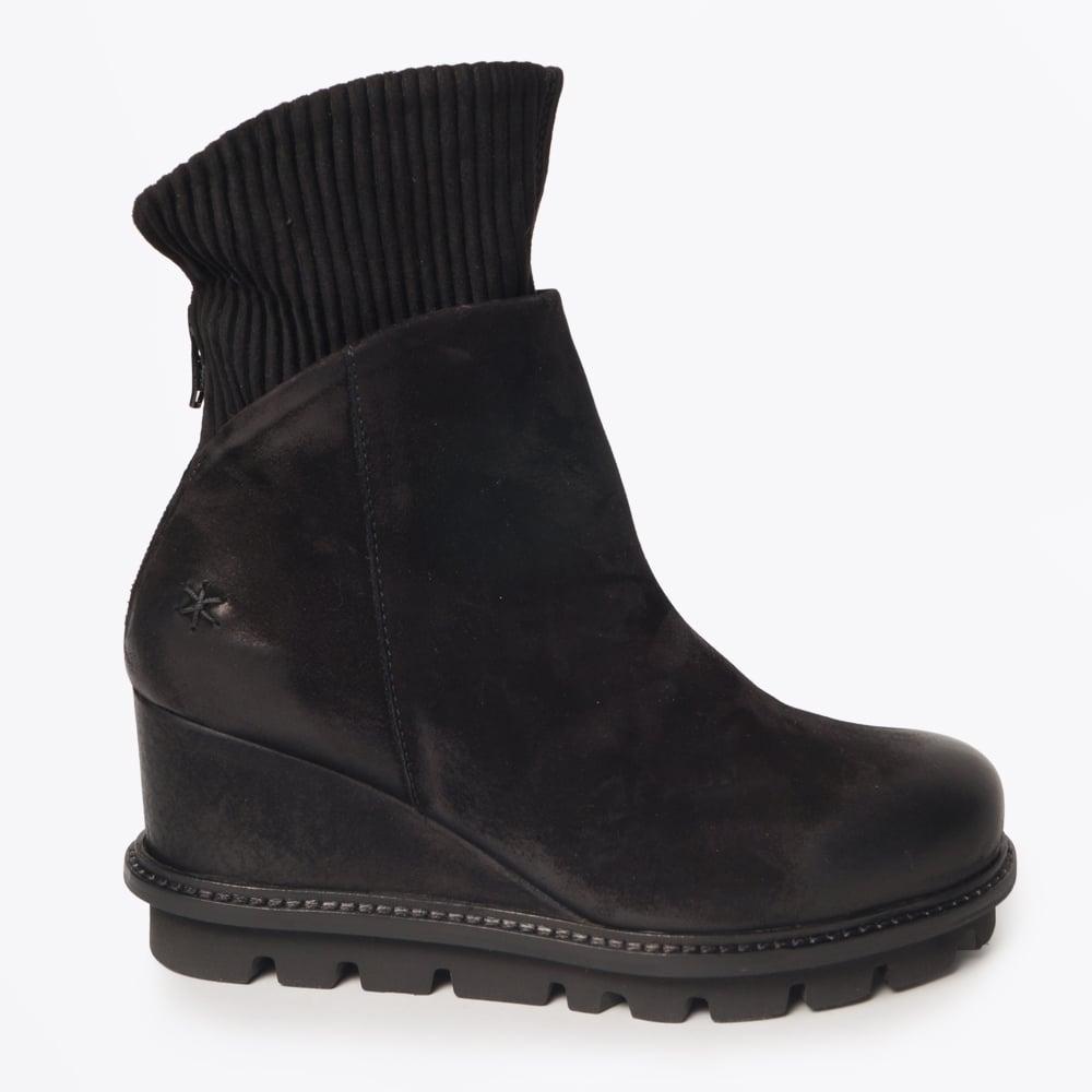 sito affidabile a22d6 cdd88 Patrizia Bonfanti - Nana - Nubuck Cuffed Boot Black - Mr & Mrs Stitch